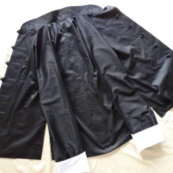 Tai Chi Anzugjacke | Bio-Baumwolle, schwarz mit weiß besticktem Kragen