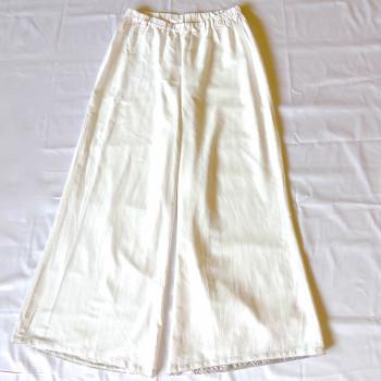 Weiße Hose mit Gummizug